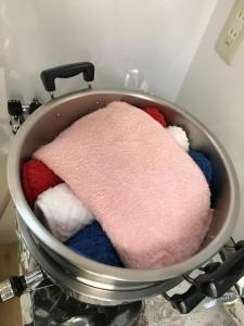 海水温熱セラピーで使う鍋と蒸したタオル